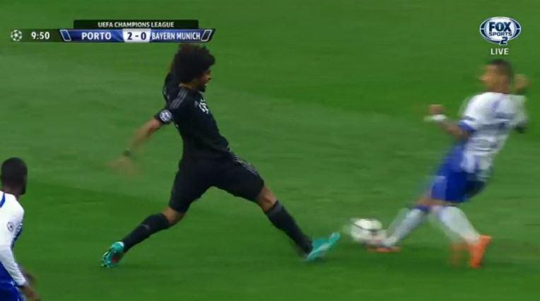 Ricardo Quaresma schießt nach 10 Minuten das 2:0 gegen den FC Bayern
