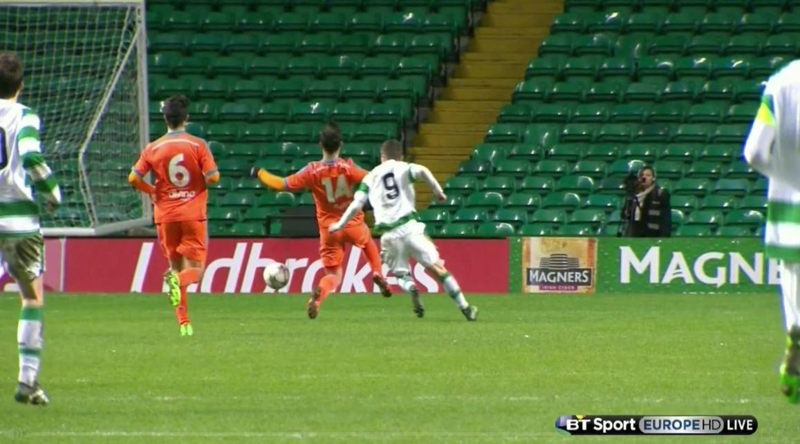 Valencia-Nachwuchsspieler mit dämlicher Schwalbe gegen Celtic