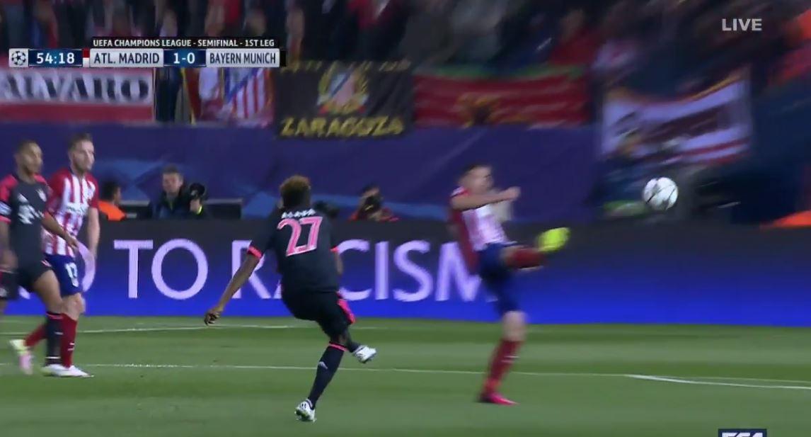 Alabas Lattenschuss gegen Atlético