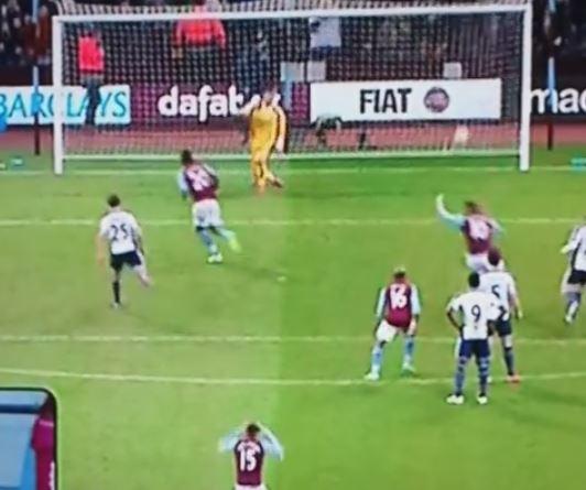2:1 gegen West Bromwich: Christian Bentekes (Aston Villa) Elfmeter in der Nachspielzeit