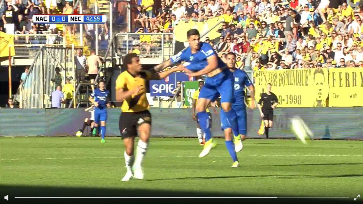 Video-Schiedsrichter revidiert Torraub und rote Karte